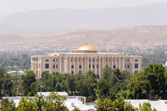 DUŠANBE, TAGIKISTAN - 21 DICEMBRE 2014: Una delle costruzioni del punto di riferimento della capitale del Tagikistan, presidente  Immagine Stock