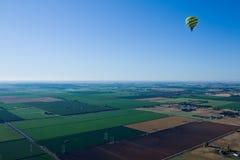 Du ballon à air chaud au-dessus de la vallée Photos stock