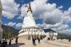 Duża Buddha statua przy Wata Phra Thart Pha synem Kaew Zdjęcia Stock