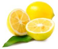 1 1/2 du citron sur le blanc Image stock