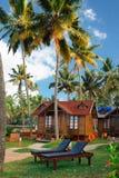 duża drewniana bungalow ulica w tropikalnym kurorcie Zdjęcie Stock