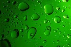 Duże wod krople na zielonym tle Obrazy Royalty Free