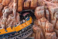 Dużego grzmotu Halna linia kolejowa przy Magicznym królestwem Fotografia Royalty Free