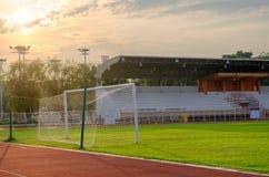 But du football dans des rayons du soleil Image stock