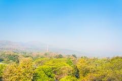 Duża góra w zanieczyszczenie mgle, Chiang Mai Thail (Doi Suthep) Fotografia Royalty Free