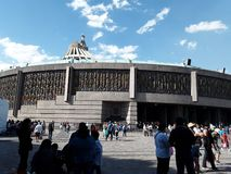 Du kan se den h?rliga sikten av domkyrkan av staden av Mexico var dagen vid dagmil av vallf?rdar f?r att ankomma royaltyfri foto