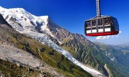 Du Midi van Aiguille kabelwagen in Chamonix stock foto's