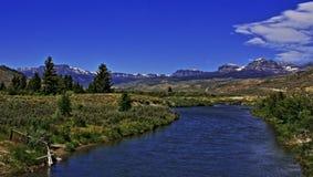 Du Noir Creek enkel buiten Dubois Wyoming met Brecciëklippen en Brecciëpiek royalty-vrije stock afbeelding