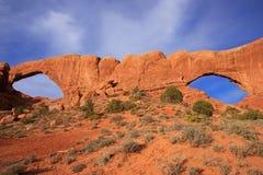 Du nord et sud Windows, voûtes parc national, Utah, Etats-Unis Photographie stock libre de droits