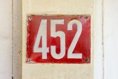 452 du numéro de maison quatre cents et cinquante-deux Image stock