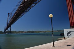 25 du pont d'avril à Lisbonne, le Portugal Images libres de droits