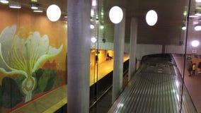 Du Pont Station in Toronto dort sind z.Z. 4 U-Bahnlinien mit ersten im Jahre 1954 sich öffnen Ungefähr 2 75 Passagiere ein Tagesg stock video footage