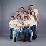 Duża rodzina portret, studio Obrazy Stock