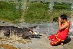 ` DU ` SAMUTPRAKARN, THAÏLANDE - 25 DÉCEMBRE 2016 : C'est exposition de crocodile à la ferme le 25 décembre 2016 dans Samutprakar Image stock