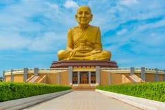 Duża statua Luang Phor Thuad w Ang pasku, Tajlandia Obraz Royalty Free