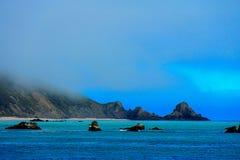 Duża Sura Kalifornijska linia brzegowa z nieprawdopodobnym spokojem nawadnia Fotografia Royalty Free