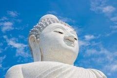 Duży Buddha w niebieskim niebie Phuket Tajlandia Obraz Stock