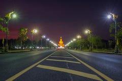 Duży Buddha zmierzch przy Singburi Tajlandia Obrazy Stock