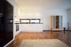 Duży czarny fridge Fotografia Stock
