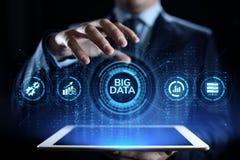 Du?y dane analityka technologii interneta technologii poj?cie Biznesmena odciskania guzik na wirtualnym ekranie royalty ilustracja