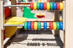 Duży kolorowy abakus przy oudoor dzieci boiskiem fotografia stock