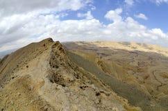Duży krater w pustynia negew. Obrazy Stock