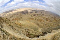 Duży krater w pustynia negew. Zdjęcia Stock