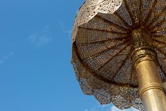 Duży plenerowy antyczny Lanna parasol przy chaing mai zdjęcia stock