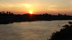 Duży ranek przy brzeg rzeki Zdjęcie Stock
