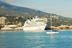 Duży rejsu liniowiec, Yalta Zdjęcia Royalty Free