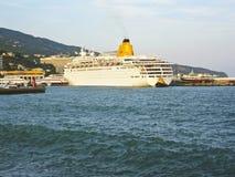 duży statek wycieczkowy Yalta Zdjęcie Stock