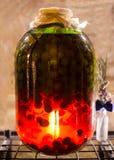 Duży szklany bank z jagodami Zdjęcie Stock