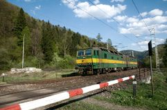 Dual den eletric lokomotivet med DC-strömförsörjning för 3000 V Arkivbild