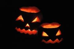 Duas abóboras de Halloween - lanternas de Jack O Foto de Stock Royalty Free