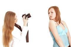 Duas amigas que têm o divertimento Fotos de Stock Royalty Free