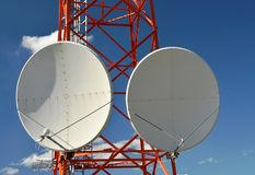 Duas antenas redondas enormes da televisão satélite Fotos de Stock