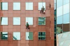Duas arruelas de janela e construções de escritórios, quadro quadrado Imagem de Stock