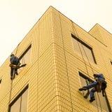 Duas arruelas de janela no trabalho fotografia de stock royalty free