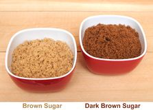 Duas bacias de açúcar mascavado marrom e escuro Imagem de Stock Royalty Free