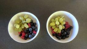 Duas bacias de fruto fotografia de stock