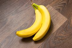 Duas bananas imagem de stock