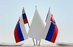 Duas bandeiras de Eslováquia imagens de stock royalty free