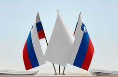 Duas bandeiras de Eslovênia foto de stock