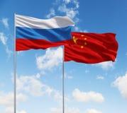 Duas bandeiras de Rússia e de China imagem de stock royalty free