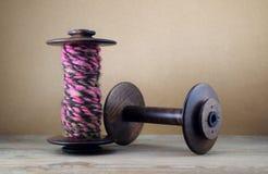 Duas bobinas de madeira Fotografia de Stock
