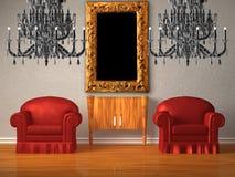 Duas cadeiras com console de madeira e dois candelabros Fotografia de Stock