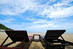 Duas cadeiras na praia Imagens de Stock Royalty Free