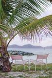 Duas cadeiras pelo oceano Imagens de Stock