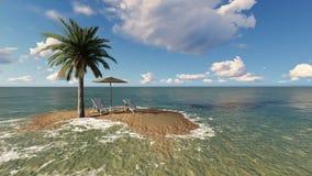Duas cadeiras sob um guarda-chuva na praia no dia nebuloso Fotos de Stock Royalty Free