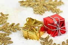 Duas caixas de presente do Natal imagens de stock